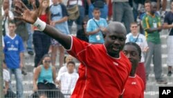 George Weah, lors d'un match de jubilé à Marseille 11 juin 2005.