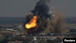 8일 이스라엘 정부군이 가자지구를 공습한 후 연기가 치솟고 있다.