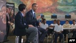 Presiden AS Barack Obama berbicara kepada murid-murid dari seluruh negeri, di Perpustakaan Anacostia di Washington, D.C. (Foto: Dok)