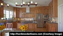 """""""Hardwood Artisans"""" kompaniyasi Virjiniya shtatida joylashgan. Fayzli mebel yasab tanilgan."""