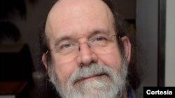 Carlos Pacheco, historiador e autor do livro: Agostinho Neto, Perfil de um Ditador: a história do MPLA em carne viva