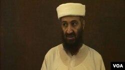 En los videos grabados, bin Laden aparece con la barba tenida de negra, lo que según los expertos revela que se preocupaba mucho por su imagen pública.