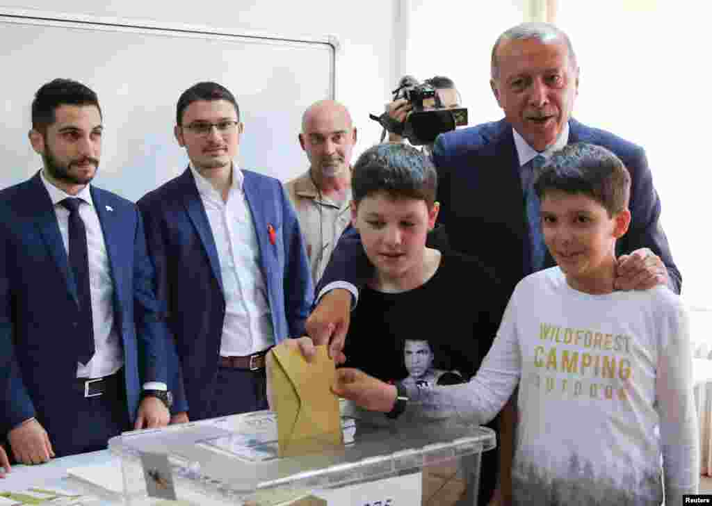 Prezident Rajab Toyib Erdog'an nevaralari bilan