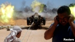 Les forces libyennes combattent les djihadistes de l'État islamique à Syrte, Libye, le 24 avril 2016.