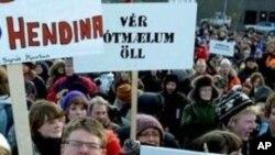 冰島國民抗議政府挽救經濟不力。