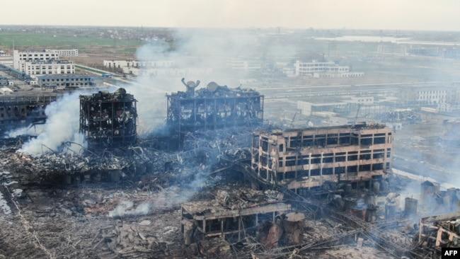 """中国环保人士在江苏化工厂大爆炸现场调研遭警察""""寻滋""""调查"""