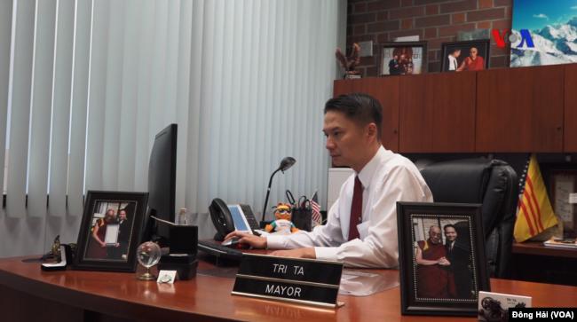 Thị trưởng Tạ Đức Trí tại văn phòng, 8/2017