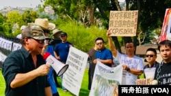雕塑家陈维明高声呼喊抗议口号