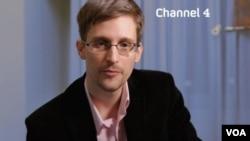NBC Televizyonu'ndan Brian Williams ile söyleşi yapan Edward Snowden