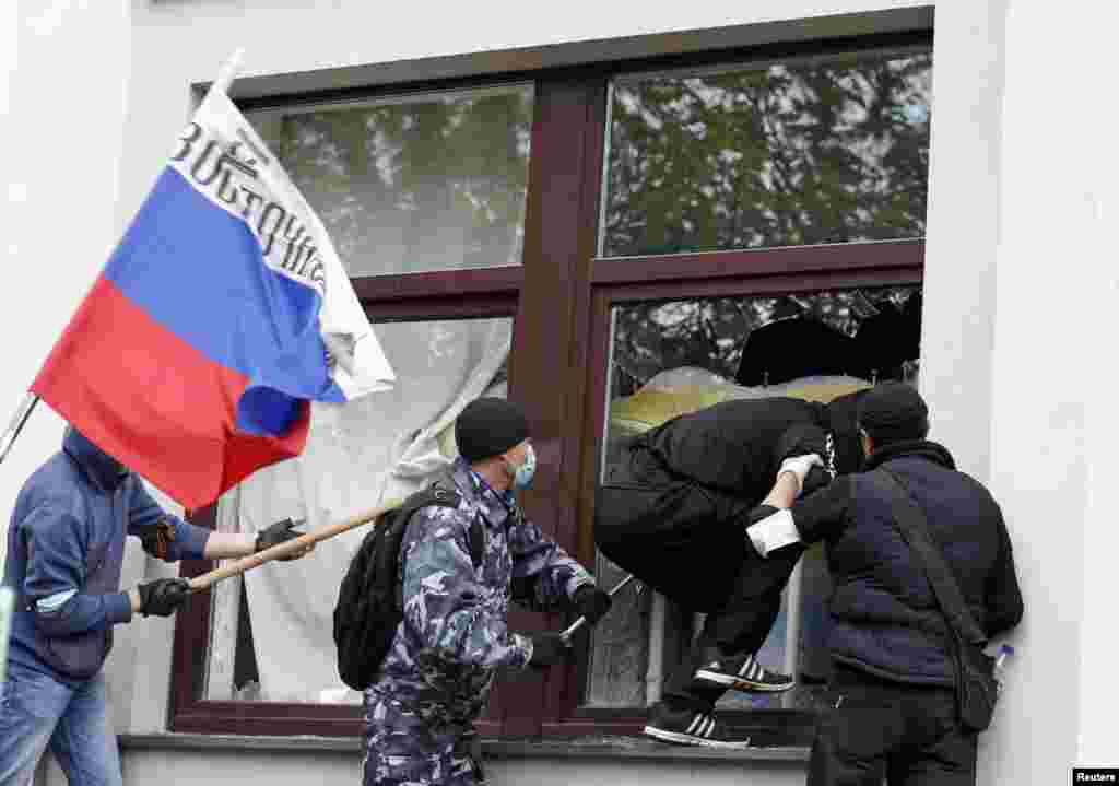 Pro-Russian activists attack the regional administration building in Luhansk, Ukraine, April 29, 2014.