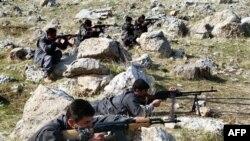 İran kuvvetleriyle çarpışan PJAK militanları
