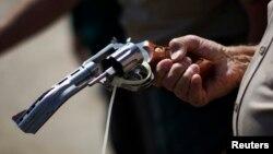Las armas también generan un negocio ilícito que genera más de $2.500 millones de dólares.