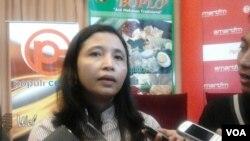 Anggota KPU, Ida Budiarti berharap wacana calon tunggal dalam Pilkada 2015 dikaji ulang karena akan berdampak terhadap banyak hal, diantaranya mengubah Undang-Undang Nomor 1 Tahun 2015 Tentang Pilkada serta mengubah Peraturan KPU Nomor 12 Tahun 2015 (Foto: VOA/Iris Gera).
