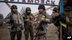 Binh sĩ chính phủ Ukraine tại Artemivsk, miền đông Ukraine, ngày 3/3/2015.