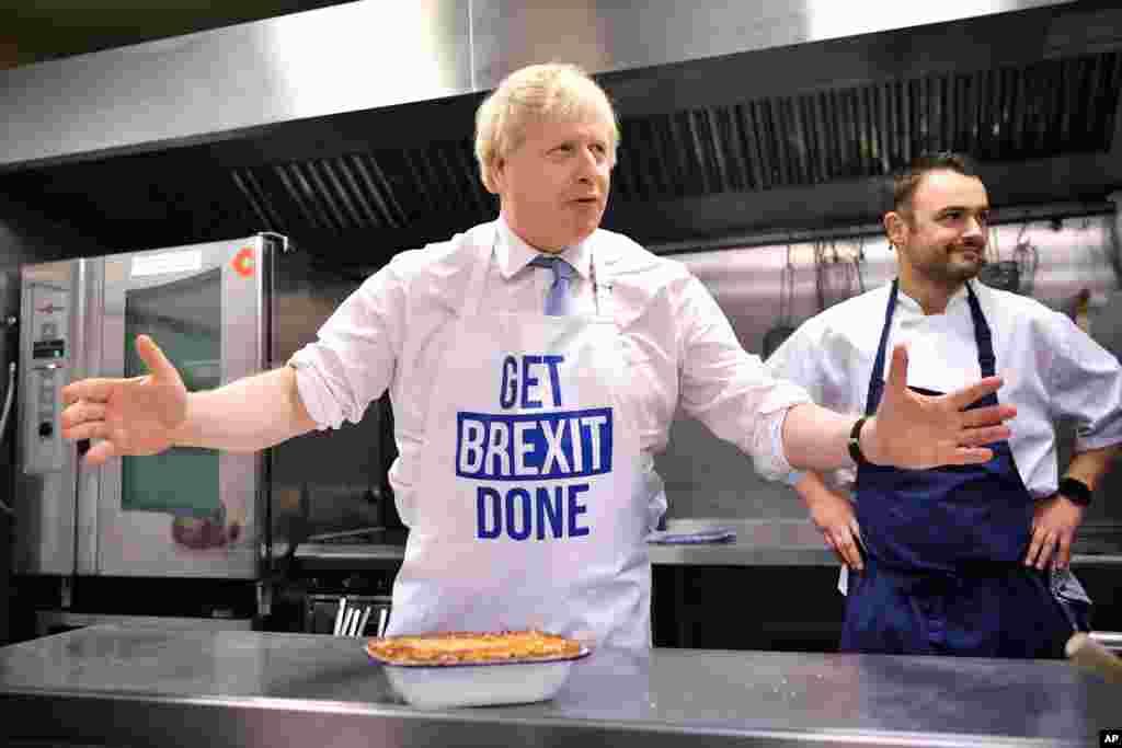 یک روز قبل از انتخابات سراسری در بریتانیا، نامزدها آخرین تلاشها را انجام میدهند. بوریس جانسون نخست وزیر بریتانیا از حزب محافظهکار امیدوار است که باز انتخاب شود. فاصله حزب او با حزب کارگر به کمترین رسیده است.