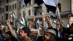 Des houthis à Sanaa, au Yémen (AP Photo/Hani Mohammed)