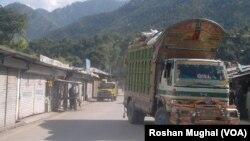سرحدی علاقے میں سامان سے لدا ایک ٹرک (فائل فوٹو)