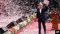 亞美尼亞現任總統薩爾基相於2月15日出席一個選舉集會