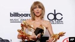Taylor Swift se llevó ocho premios Billboard, que incluye Mejor Artista del Año y Mejor Artista Femenina.