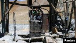 Artisanal miners emerge from Rodesia mine, a small copper mine, in the area of Inca de Oro (Inca Gold) town, near Copiapo city, Chile, Dec. 16, 2015.