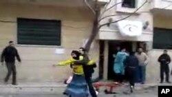 叙利亚霍姆斯2月6日一所医院外面的景象,活动人士称该医院遭政府军炮击