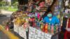 """""""Debo llevar dinero cada día a mi casa y no estoy juntando lo suficiente"""": COVID-19 golpea a comerciantes en Bolivia"""