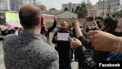 Müsavat Partiyasının fəalları Rusiya səfirliynin binası qarşısında piket keçirib