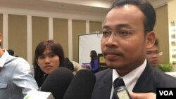 Preap Kol, executive director of Transparency International Cambodia at Corruption Index Perception (CIP) launched event in Phnom Penh on January 25, 2017. (Hean Socheata/ VOA Khmer)