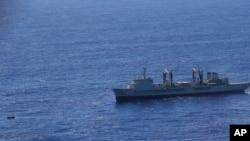 La búsqueda en el mar de la caja negra del vuelo del avión malasio se intensificado en las últimas horas.