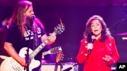 """Jamey Johnson (left) and Loretta Lynn perform at the concert """"Sing me Back Home: The Music of Merle Haggard"""" at the Bridgestone Arena, April 6, 2017, in Nashville, Tenn."""