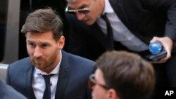 Lionel Messi llegó desde temprano al tribunal en Barcelona.