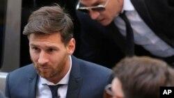Lionel Messi arrivant devant le tribunal de Barcelone, jeudi 2 juin, 2016. (AP Photo/Manu Fernandez)