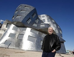 Frank Gehry in front of the Cleveland Clinic Lou Ruvo Center for Brain Health in Las Vegas in 2010
