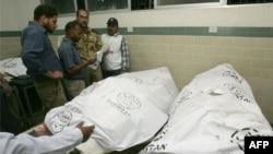 Xác các nạn nhân vụ nổ súng tại Karachi, ngày 25/1/2012