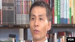 人民監督網創辦人朱瑞峰接受美國之音專訪(視頻截圖)
