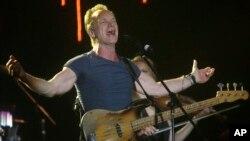 """""""Larga vida a Bataclan"""", dijo Sting en un concierto cuya recaudación irá a dos asociaciones que ayudan a las víctimas de estos atentados."""