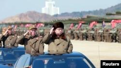 朝鲜领导人金正恩检阅军队