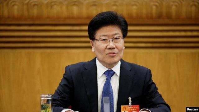 Bí thư Tân Cương Trương Xuân Hiền cảnh báo những phần tử tôn giáo cực đoan bỏ ra nước ngoài để gia nhập nhóm Nhà nước Hồi giáo giờ đây đã trở về Trung Quốc.