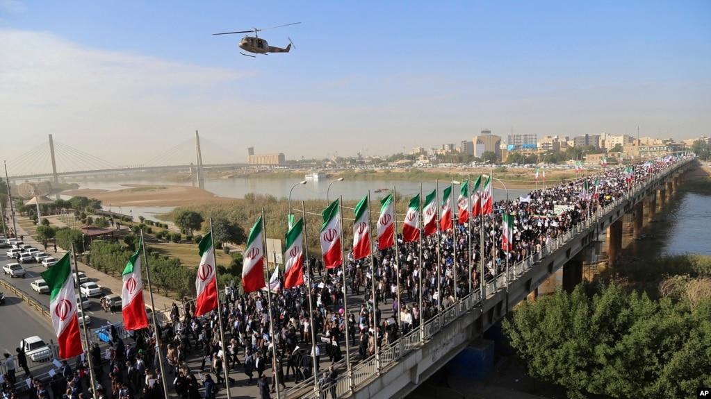 Biểu tình ủng hộ chính phủ ở Ahvaz, Iran, ngày 3/1/2018, truyền thông nhà nước Iran tường thuật. Ảnh do Hãng Thông tấn Mehr cung cấp. (Mehdi Pedramkhoo/Mehr News Agency via AP)