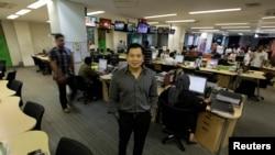 CEO MNC Group Hary Tanoesoedibjo, juga petinggi Partai Hanura, di kantor editorial MNC di Jakarta. (Reuters/Beawiharta)