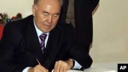قازقستان کے صدر نورسلطان نذر بائیوف