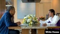 Ulusal Güvenlik Danışmanı Susan Rice Başkan Obama'ya Mısır konusunda brifing verirken