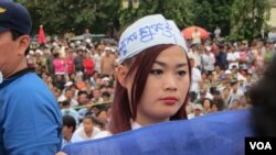 On Saturday, nearly 20,000 opposition supporters demonstrated in Phnom Penh, Cambodia's capital, in support of an investigation into alleged vote tampering and widespread voter disenfranchisement.