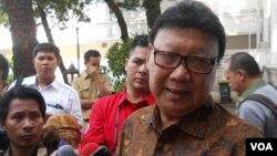 Menteri Dalam Negeri Tjahjo Kumolo berbicara pada wartawan di Jakarta (foto: dok).