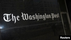 Tampak depan markas surat kabar The Washington Post di Washington, DC.
