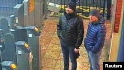 Hai nghi phạm Nga bị bắt gặp có mặt ở một nhà ga ở Salisbury vào ngày 3/3/2018.