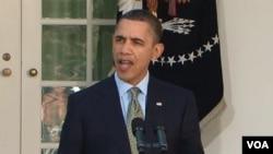 Antes de su mensaje, el presidente fue a la embajada japonesa en Washington a firmar un libro de condolencias.