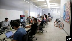 Para pekerja perusahaan permainan Rivalry Games di Silicon Valley.