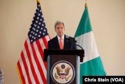 ລັດຖະມົນຕີການຕ່າງປະເທດ ສະຫະລັດ ທ່ານ John Kerry ກ່າວໃນລະຫວ່າງການຢ້ຽມຢາມເມືອງ Sokoto, ໄນຈີເຣຍ. 23 ສິງຫາ 2016.