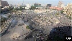 Người biểu tình đụng độ với cảnh sát tại Quảng trường Tahrir ở Cairo, ngày 21 tháng 11, 2011